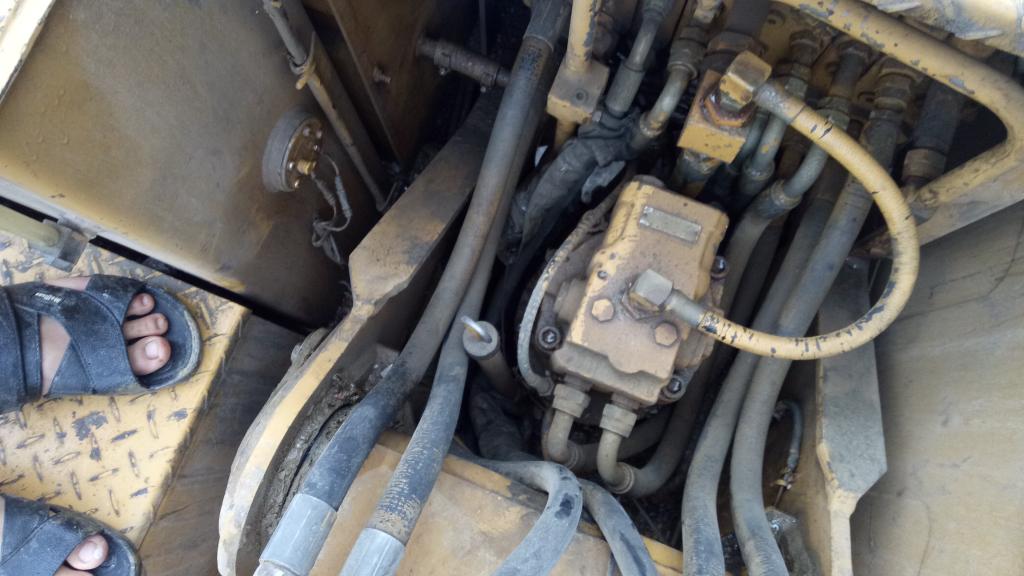 卡特307B哪一个是液压榜 我只知道液压泵