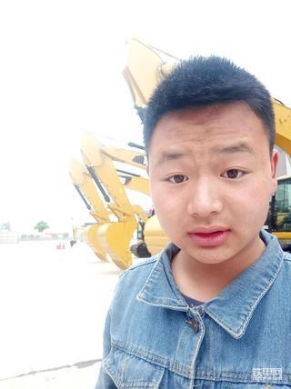 我是开挖机的00后(1):梦想开挖机,辍学后老爸带我入行!