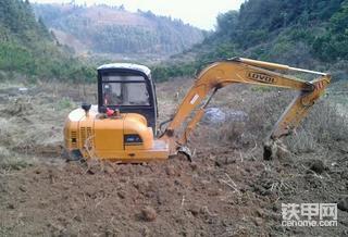 10年前去新疆开始挖机路,之后开过雷沃、久保田、小松!