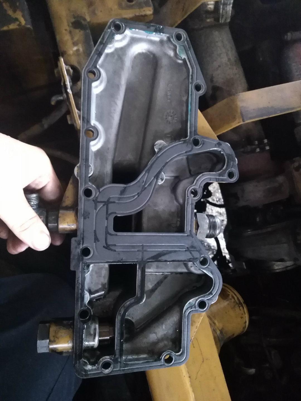 懒人搞维修(3):卡特329D机油管座漏油