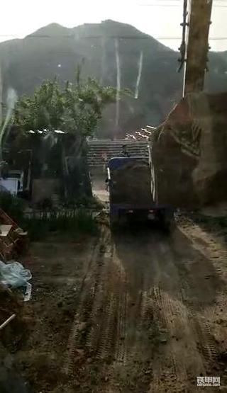 我是一名南漂司机,第一次在北京开挖机!