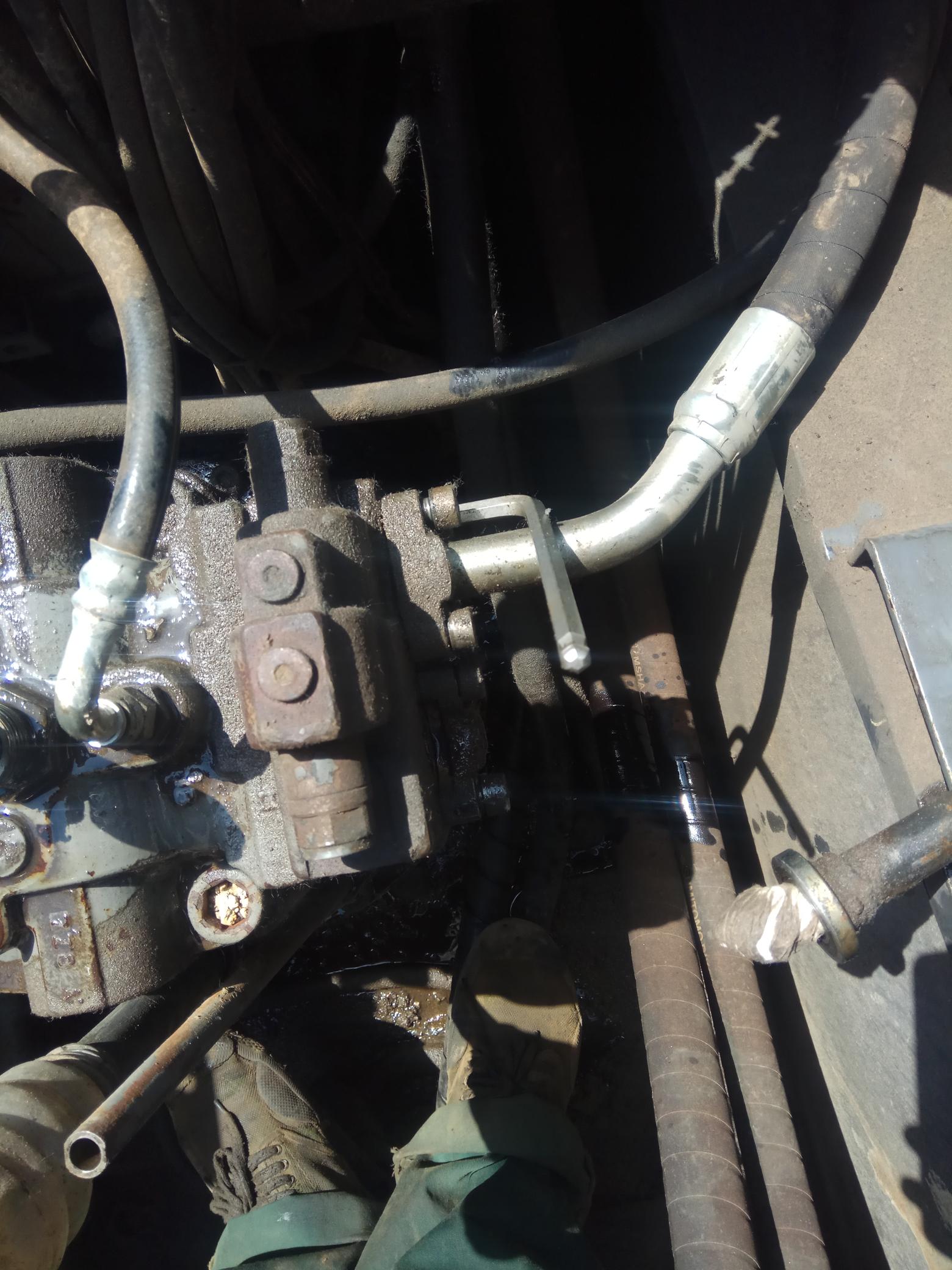 挖机旋转马达的安装及常见故障!