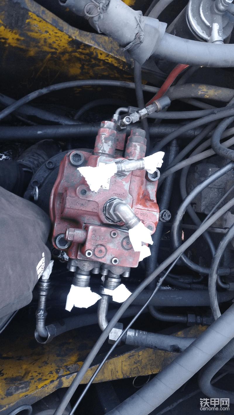 老款XE230我拆东西每个管都堵住,防止脏东西进入