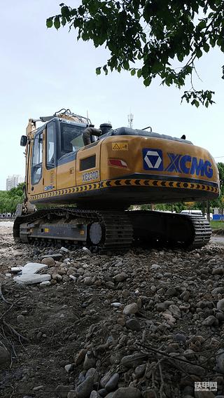 徐工新款215D挖掘机值得你拥有!