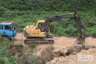 挖掘机为什么会高温?到底该怎么办?