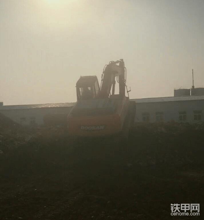 #送给新手和学徒#挖掘机上下陡坡技巧