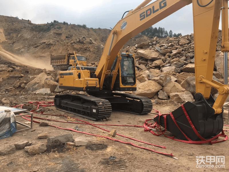 14岁接触挖机   现在23岁拥有自己的两台临工225