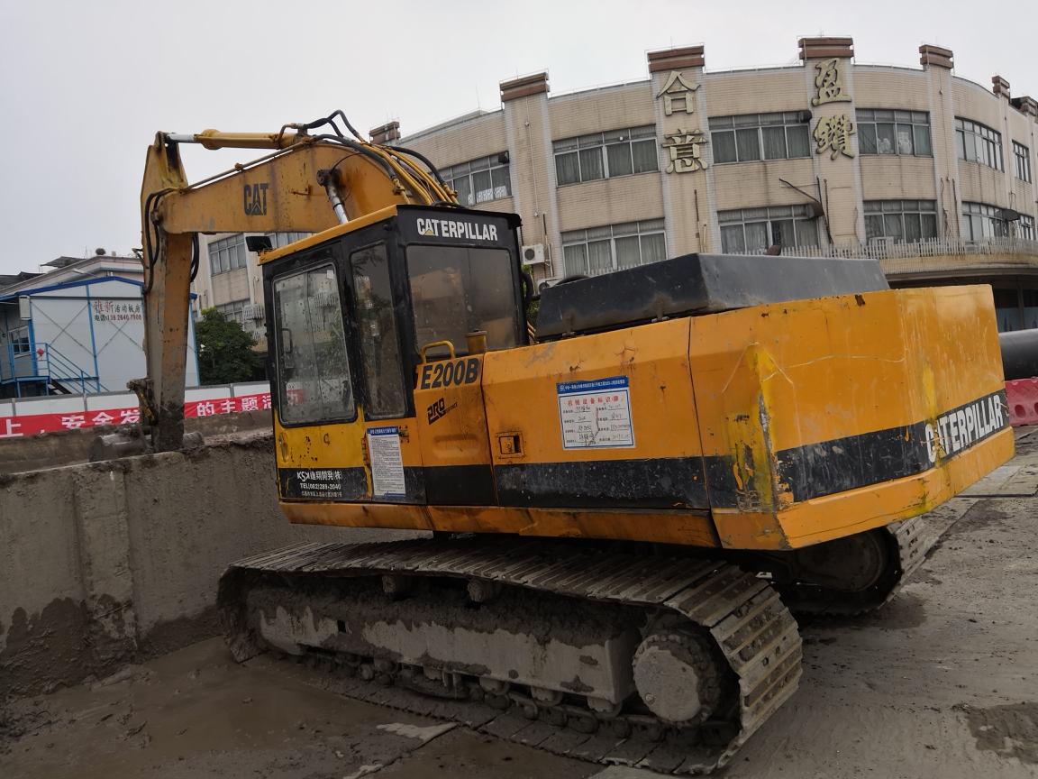 卡特彼勒进口神机E200B挖掘机