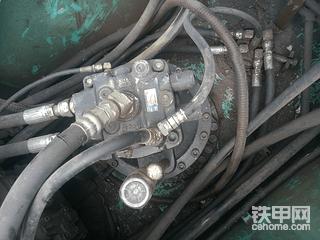 【印象最深的设备故障】_神钢260-8疯狂的漏油机
