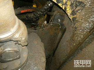 我的现代轮挖行走走不动,维修就花了4000多!