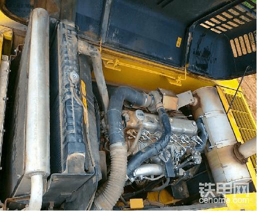 小松挖掘机有力,操纵稳,油耗高,故障低配件有点贵,比较适合干土方工程