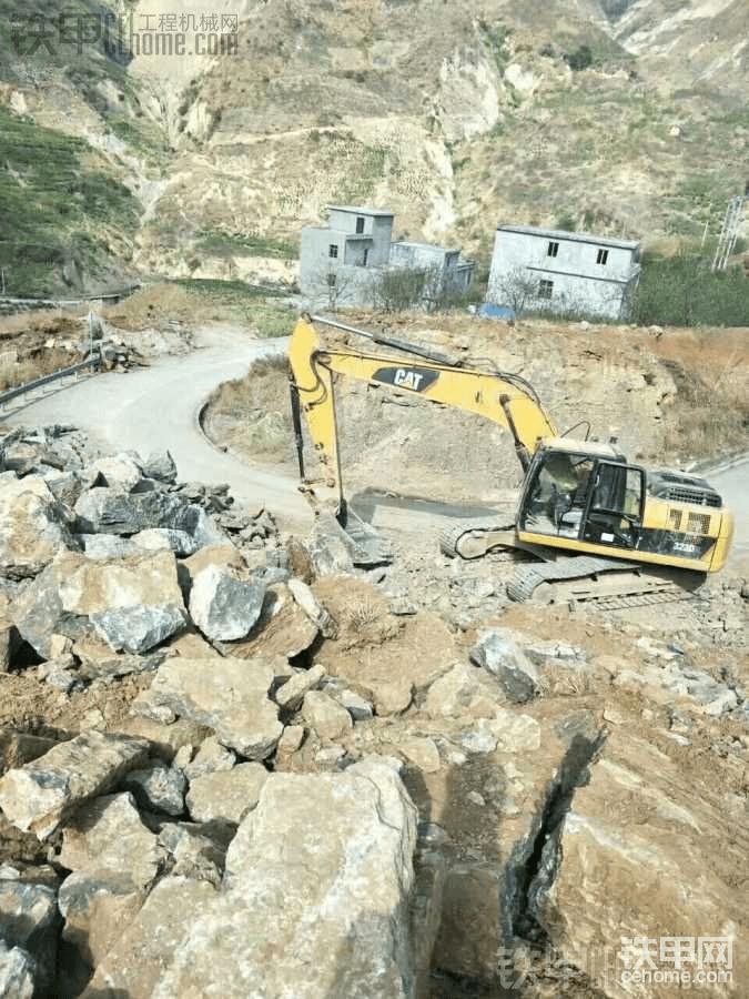 石方才是卡特强项,稳定的性能,充满耐力的挖掘力,源源不断的