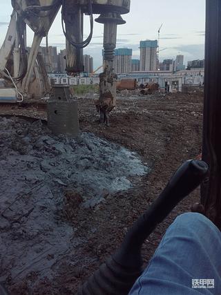 没想到跟旋挖桩机那么辛苦!不过也是人生的一种历
