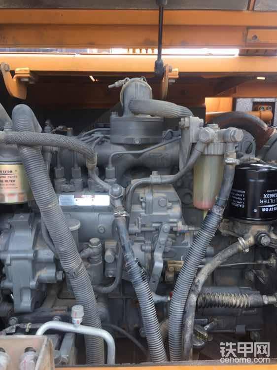 经典的五十铃4JG1,曾经配备了大量经典机型,日立60 | 70,三一55 | 65 | 75 | 95。斗山55。雷沃80。徐工75。可靠耐操直喷对油品要求低,静音省油,总之就是很成熟经典的一款发动机,正常保养别缺了油水干到20000小时不在话下。