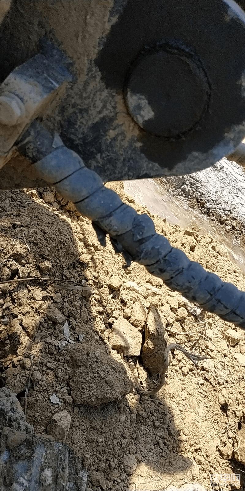 柳工挖机设计生产人员来看下!