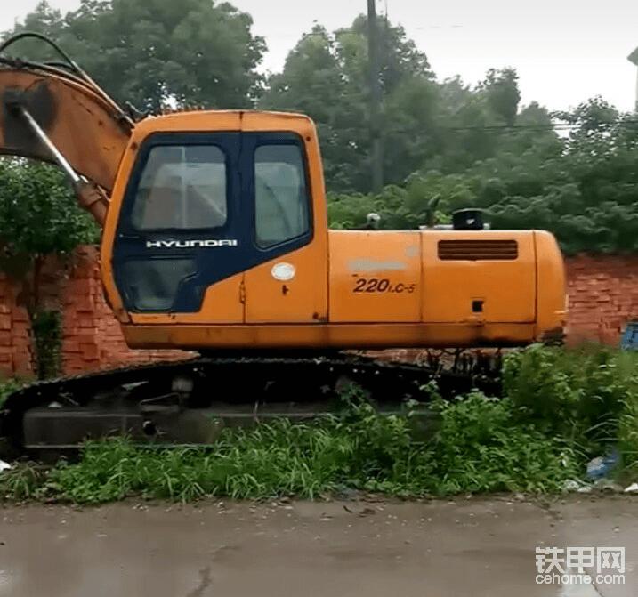 挖掘机雨季施工注意事项2
