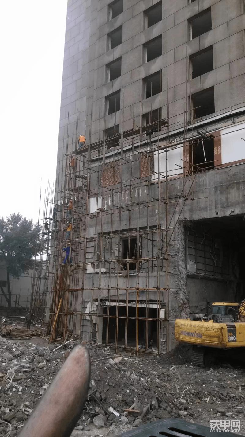那些年我干过的工程(1):加长臂拆除8层楼!