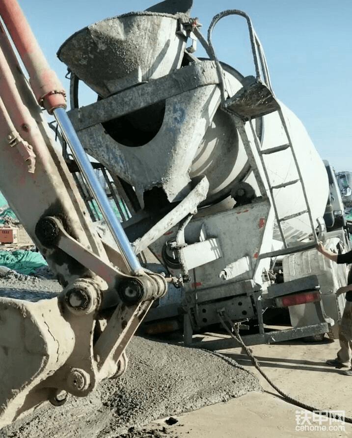 【铁甲日记第三天】开着挖机救援混凝土搅拌车-帖子图片