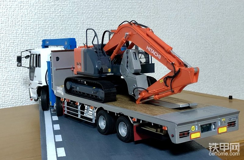 拖板车拉日立挖掘机