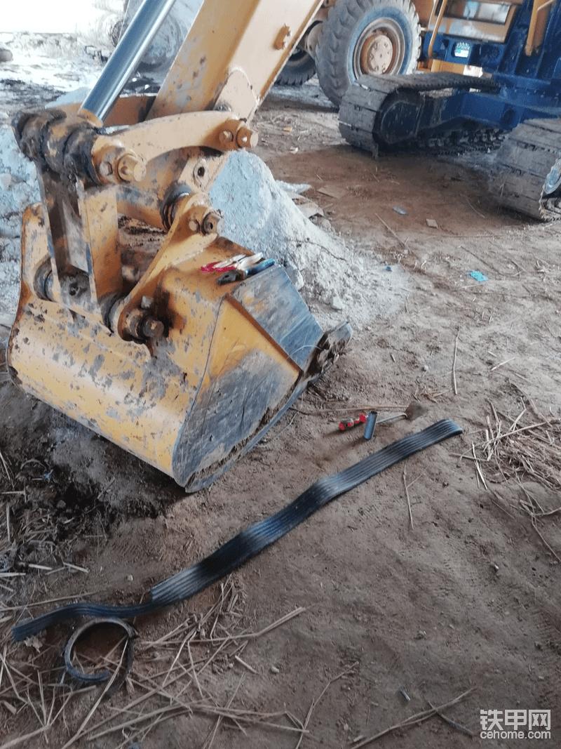 挖完后看到自己做的防尘圈蹭坏了,反正家里还放着有材料,就把它换掉