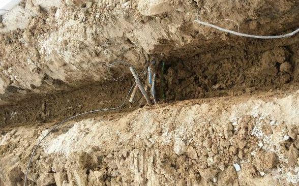 马虎一次一辈子,开挖机挖断光缆电缆,这就完了