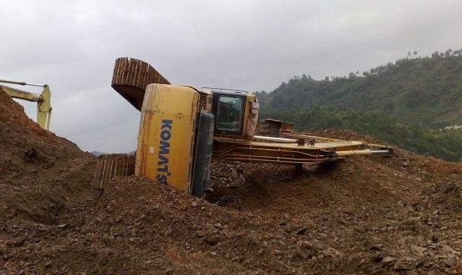 不看后悔!开挖机没有把握的活一定不要蛮干