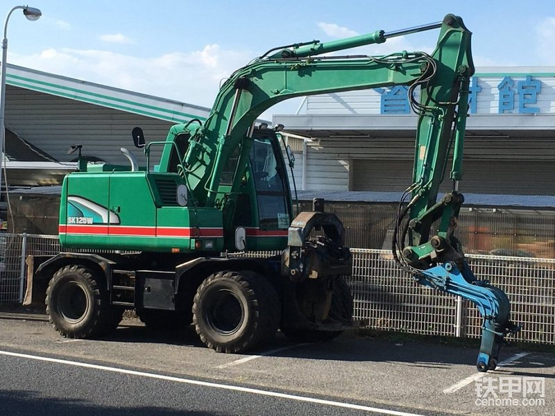 神钢SK125W轮式挖掘机