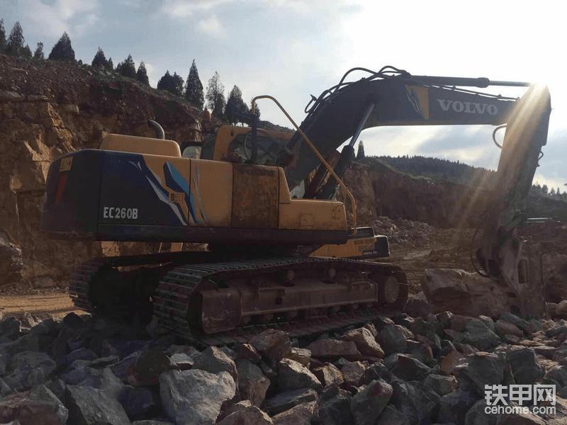 【沃尔沃提车作业】沃尔沃EC260B挖机 高效可靠的伙伴!