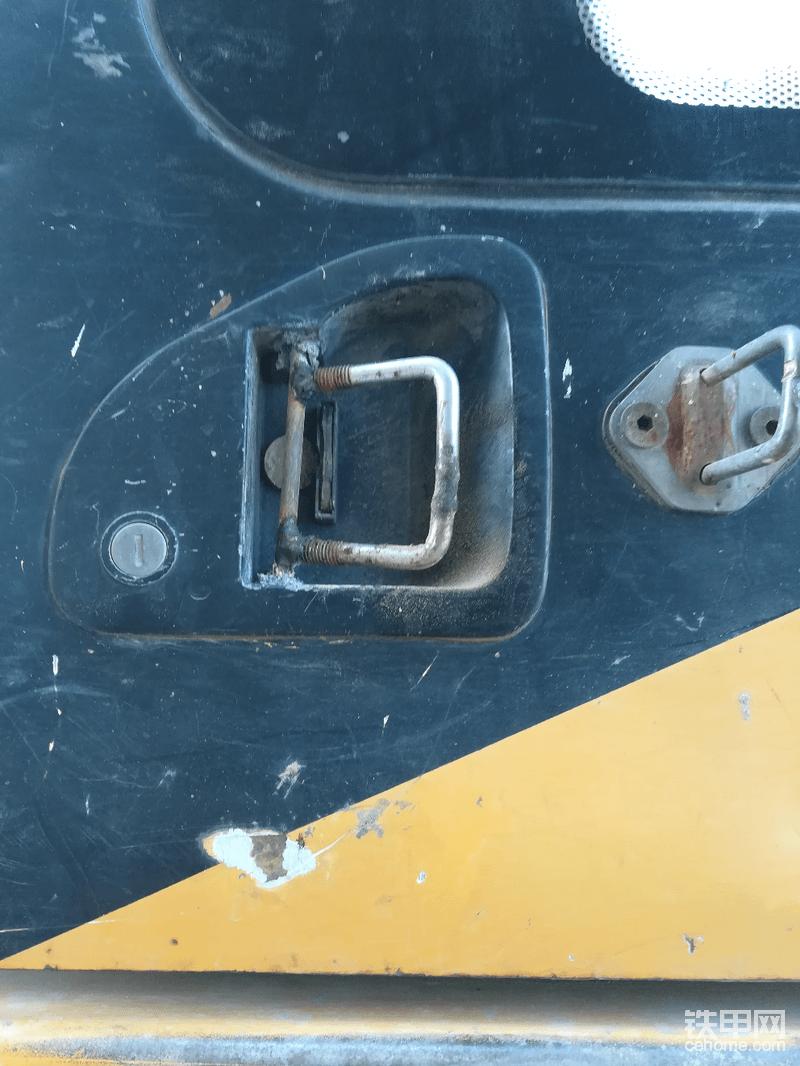 门锁坏了,没有更换,自己改装的
