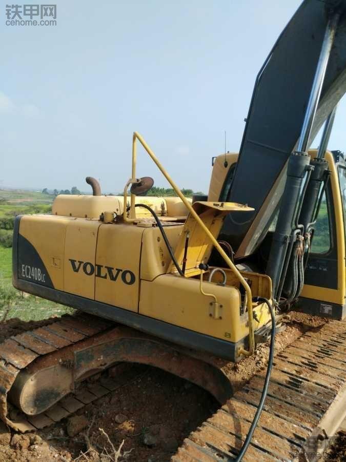 36万提二手沃尔沃210BLC挖掘机