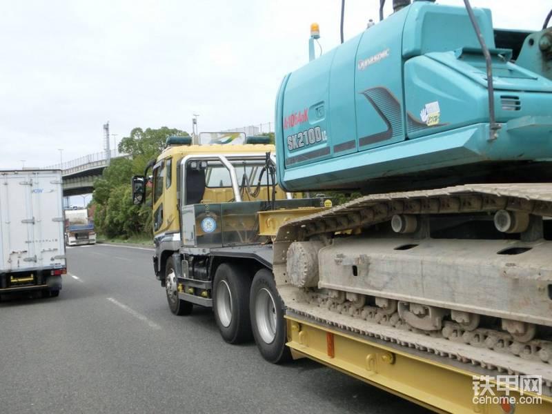 重型拖板车力驾驶现场
