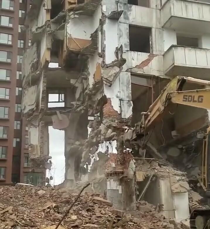 【铁甲日记第十八天】挖机拆迁出了事故,甲友一定注意安全