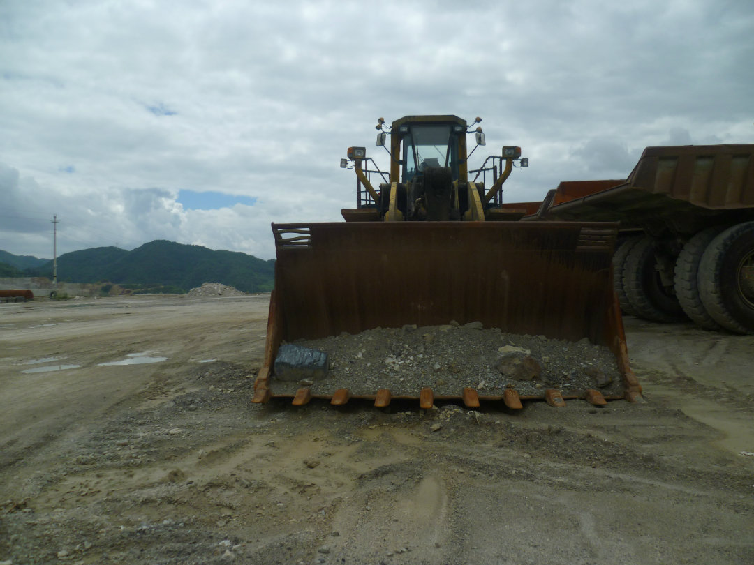 贵州最大的装载机---100吨小松WA800装载机