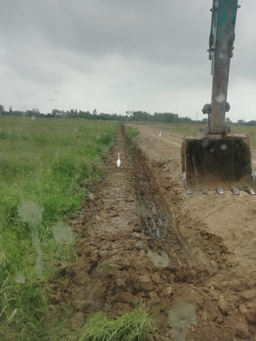小挖机挖沟作梗有啥技巧吗