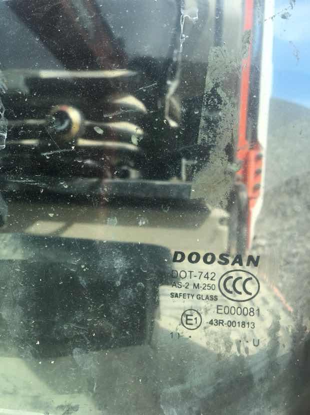 各位老铁看这个玻璃是什么时候的机子 是翻新吗?