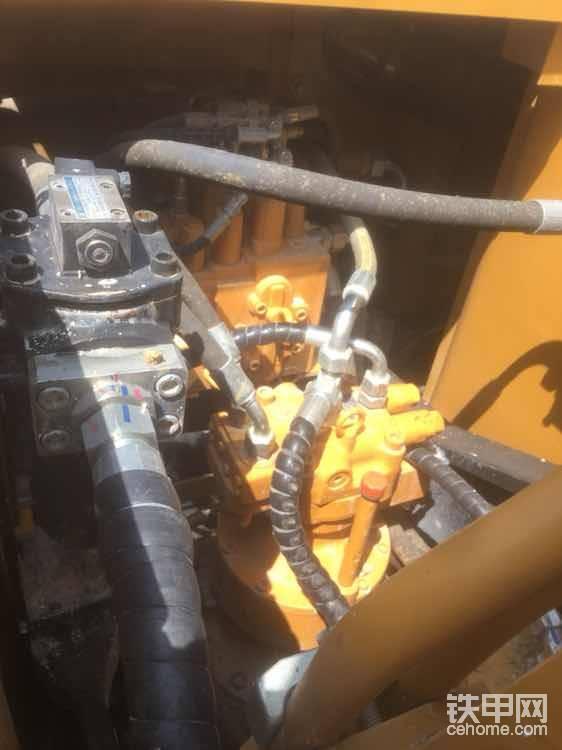 各大国产大轮挖在掘起,工地偶遇一台三一155轮挖