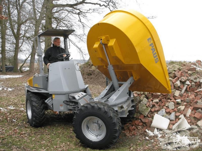 海外靓机:当装载机的自卸车