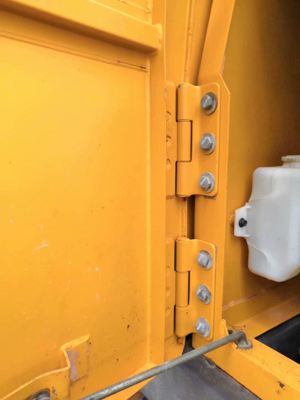 11年沃尔沃210 刚换的链条 两个边门做油漆29W