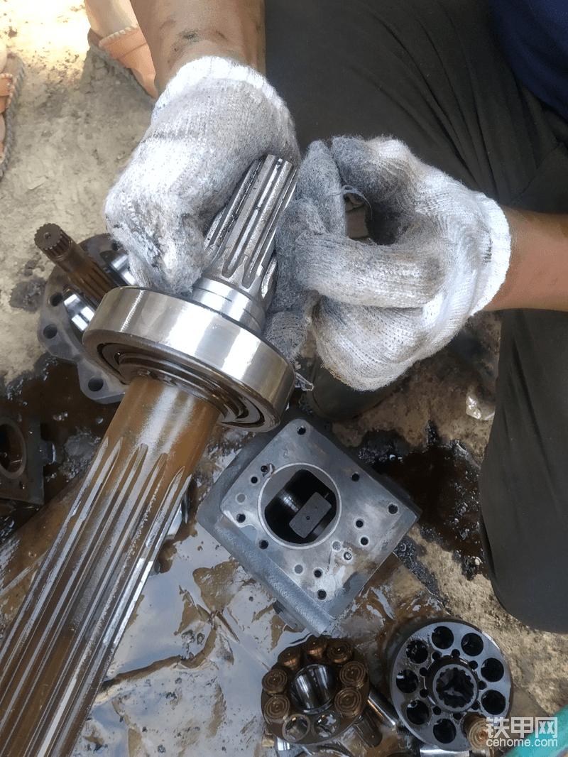 检查泵轴磨损!