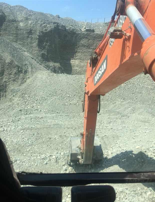 挖掘机旋转问题?