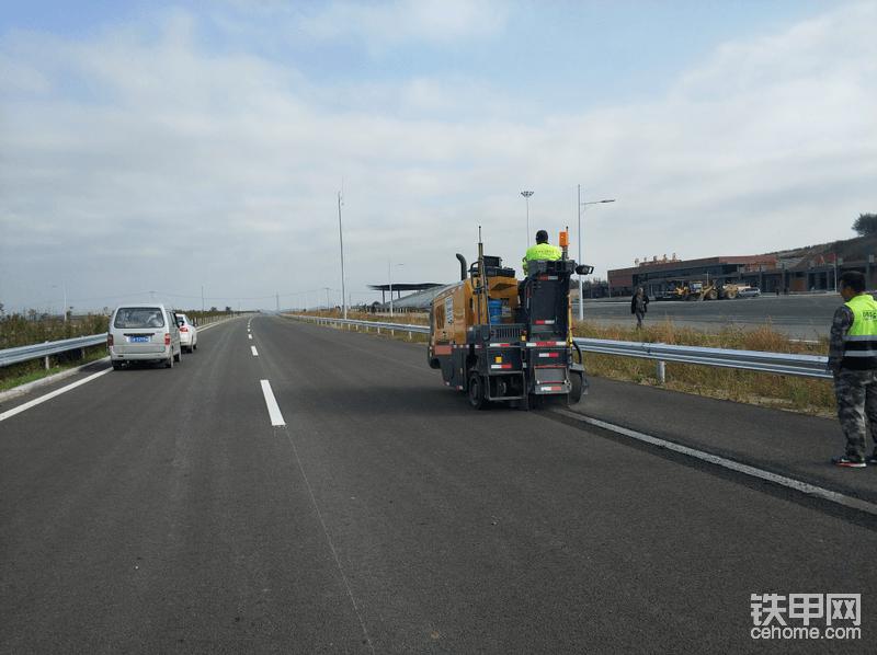 两个标总共要干30公里,这段高速预计会在10底通车,为周边区域的人出行提速。