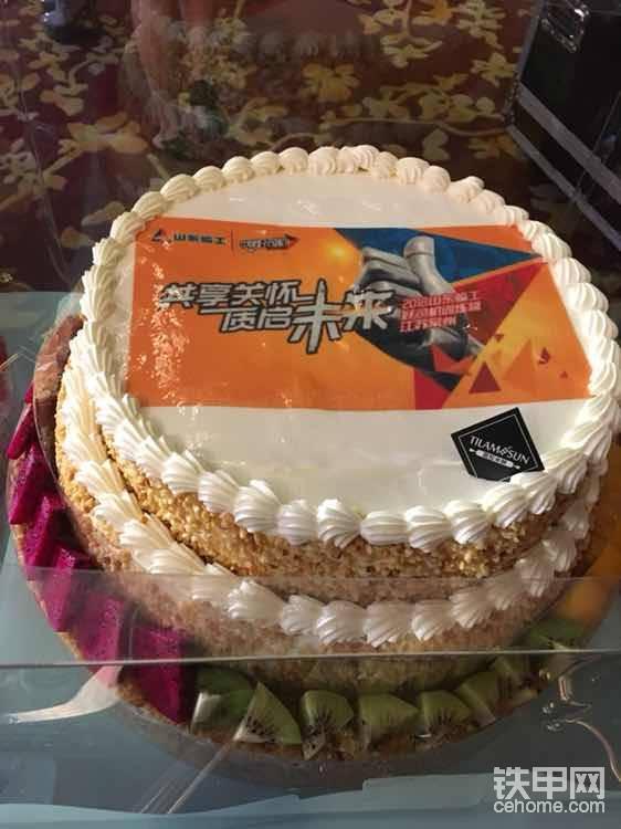 这个蛋糕想吃吗?