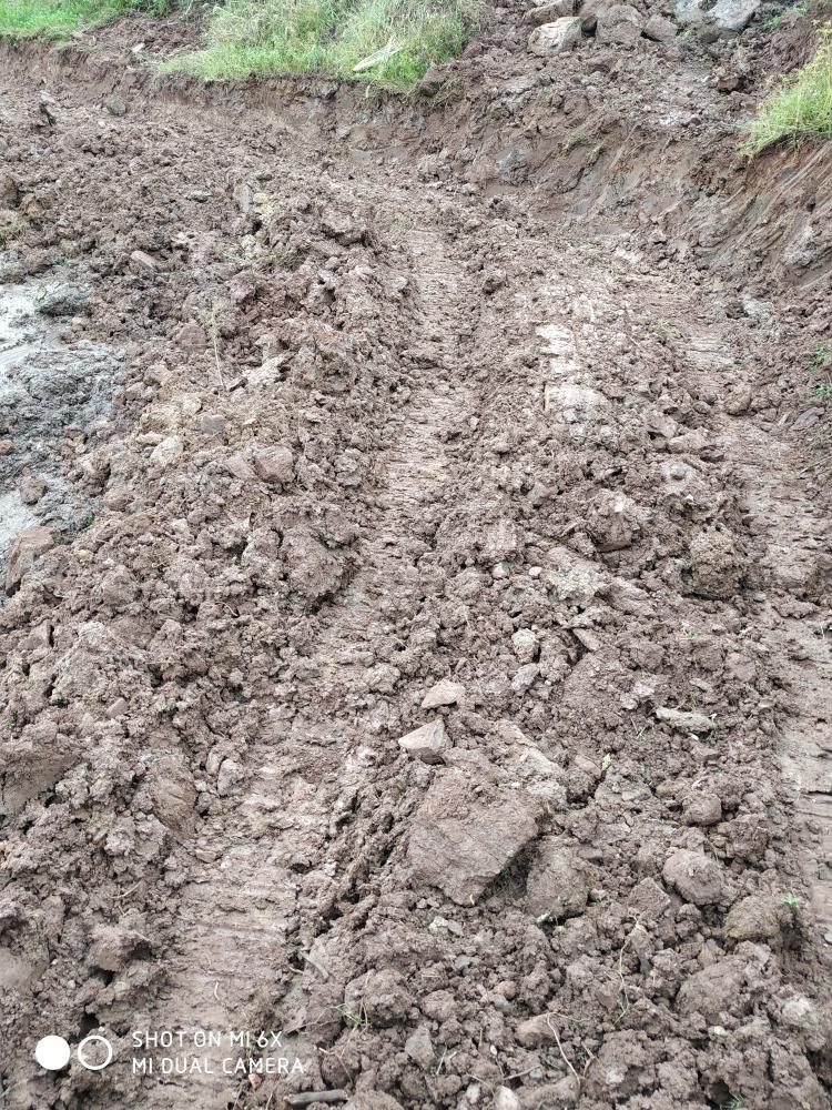 《我的铁甲日记第九天》挖护坡基础及把石头转到田里