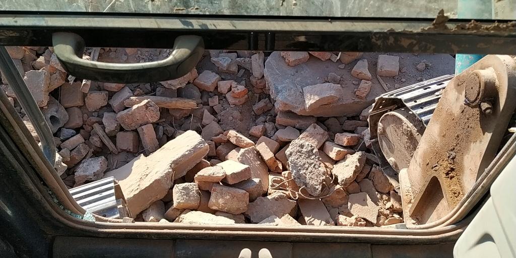 《我的铁甲日记第十二天》清砖渣时一个疏忽的出现,造成悲剧