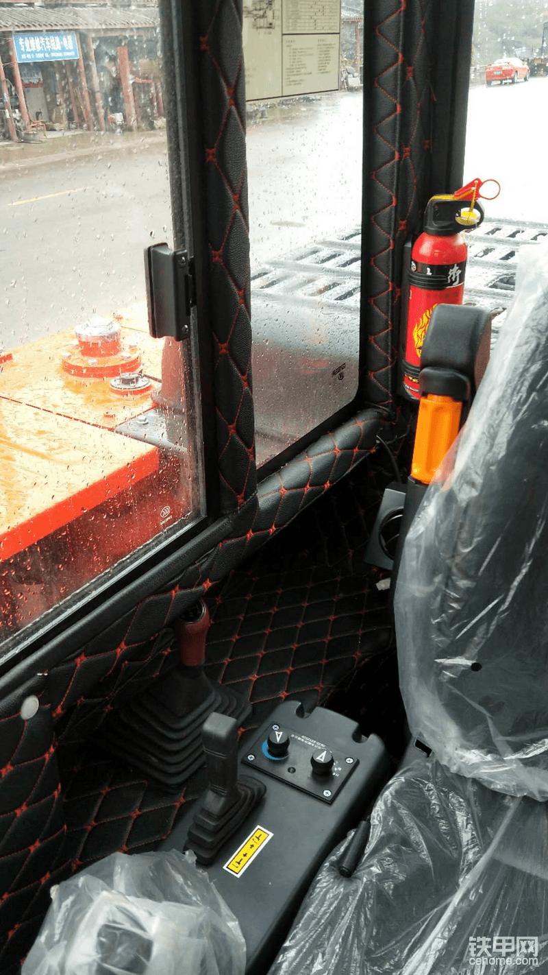 75驾驶室里面软包,高端大气