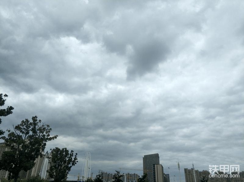 天空阴云满天,此刻心情却格外激动,只因三一小挖再向我招手。