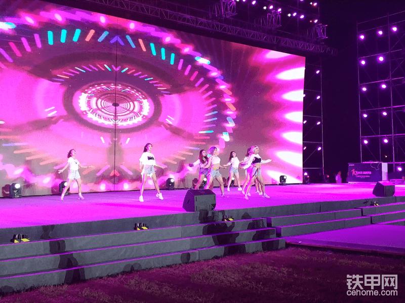 激情火辣的舞蹈表演。