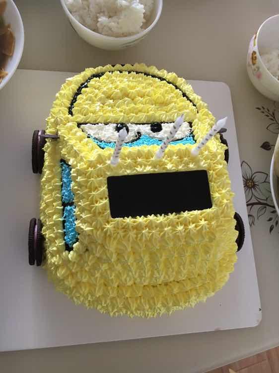 孩子过生日给孩子买的汽车蛋糕