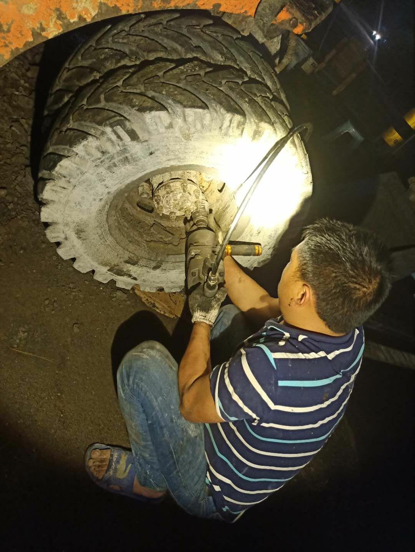 更换保养轮挖刹车系统