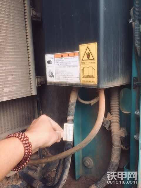 继电器上面也有识别年份标签。